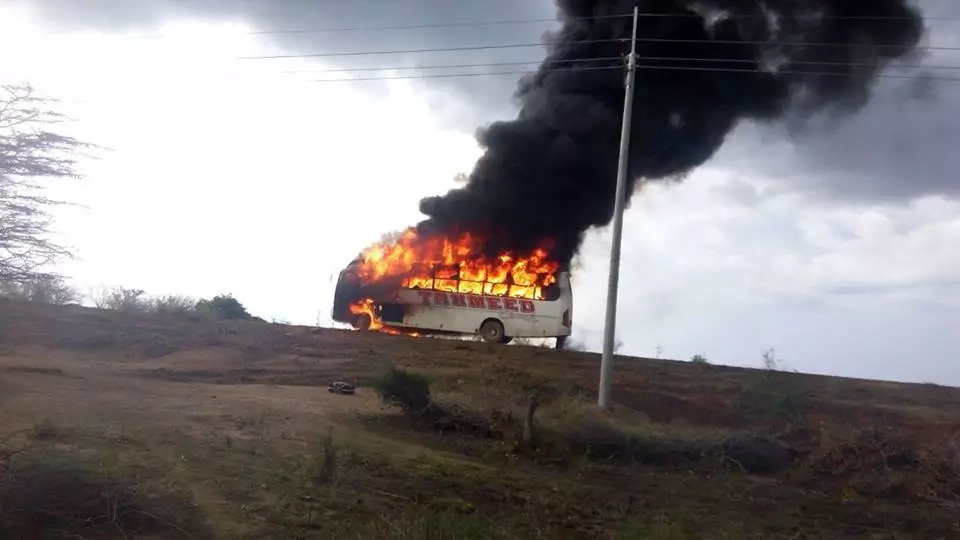 Passengers escape death as Lamu bus catches fire and burns to ashes