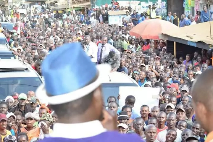 Raila's warning to IEBC boss after he said he won't cancel ballot printing tender to Al Ghurair