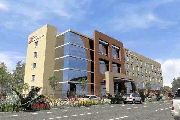INACHESHA KWELI; Tazama alichosema mcheshi maarufu kuhusu hoteli kubwa kubwa
