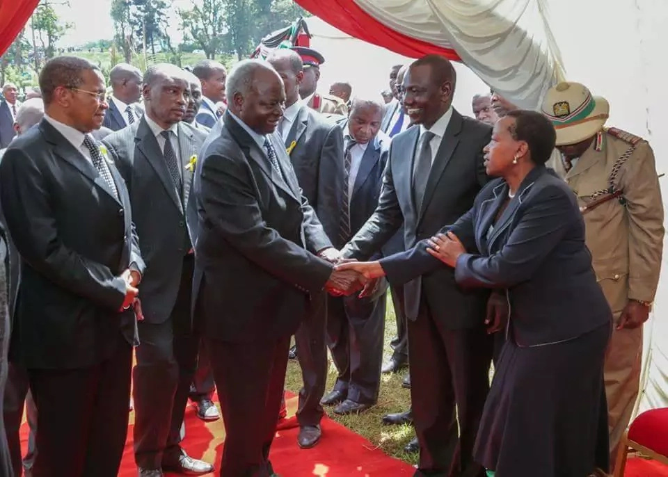 Have you seen How Ruto's wife greeted Mwai Kibaki?