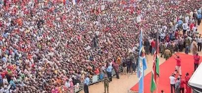 Jubilee iliwasafirisha watu kutoka TANZANIA kuhudhuria mkutano wa Tononoka? (picha)