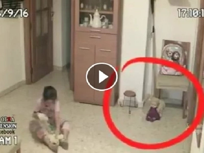 Nakakatakot na kalaro! Find out why this little girl ran away from her doll