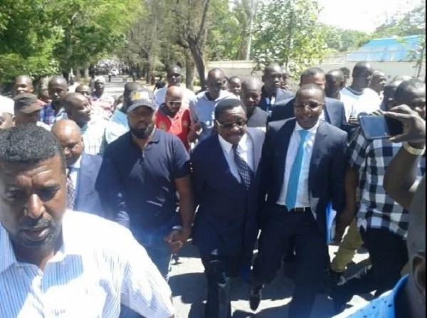 Wafuasi wa Gavana Joho wavuruga shughuli katika kituo cha polisi, Mombasa