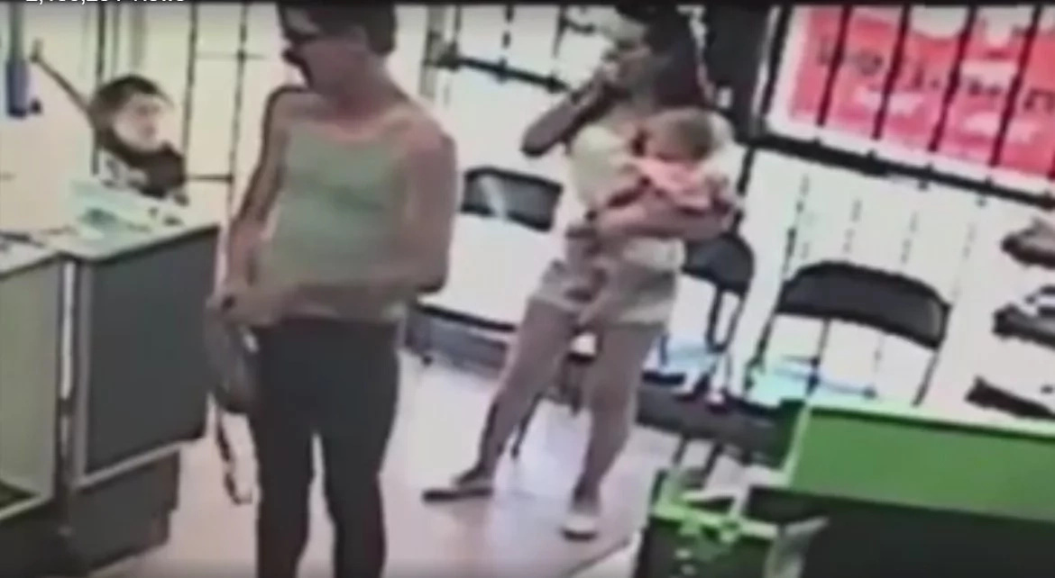 VIDEO: Stranger tries to kidnap a girl inside a shop