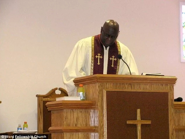 Woman interrupts church service accusing pastor of having affair with her daughter