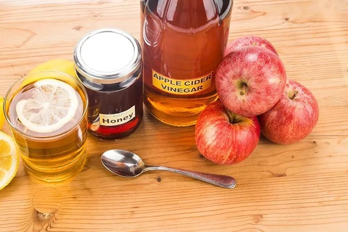 Mira lo que pasa si tomas vinagre de sidra de manzana y miel con el estómago vacío cada mañana