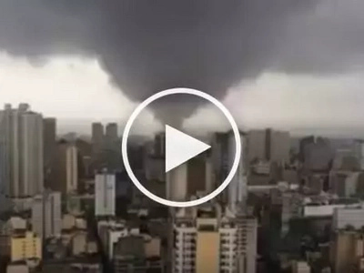 Watch this SHOCKING footage of a SCARY tornado in Manila!