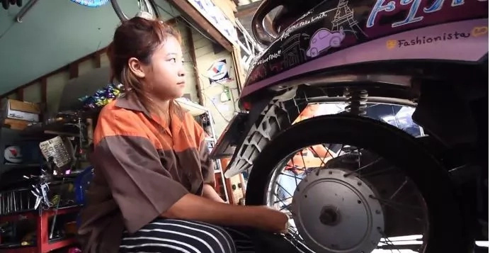 MISS MECHANIC: Viral Young Lady Mechanic