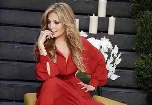 Tenemos que hablar sobre la perfección abrumadora de Thalía
