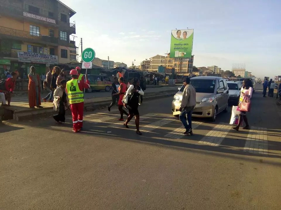 Sonko loops in students with campaign message following students demonstration along Jogoo road (VIDEO)