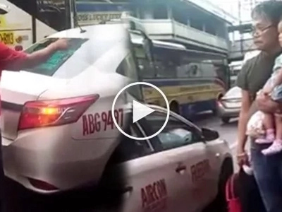Walang pusong driver! Coldhearted taxi driver kicks old man and grandchild out of cab amid EDSA traffic