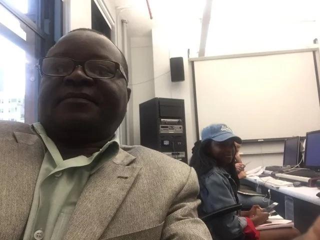 "The dad ""embarrassing"" his daughter Kerubo. Photo: Twitter/Omete Anassi"