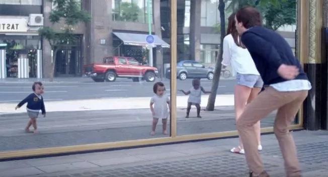 Este comercial con bebés bailarines te hará morir de risa