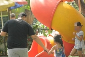 Unguarded Pinoy kids disturbingly leave with a stranger. How safe is your child?
