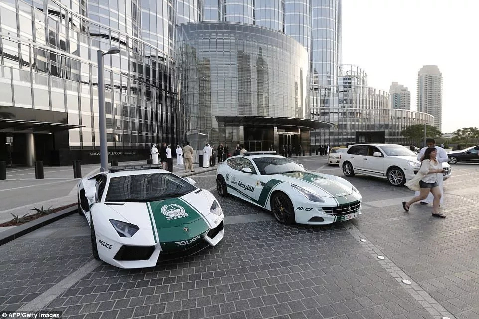 German Bugatti Veyrons! Dubai police boasts the world's FASTEST cars, and they are gorgeous (photos)