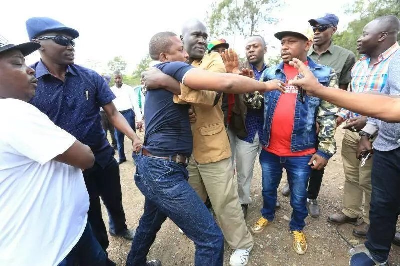 Man pinches Mike Sonko, whisked away by security