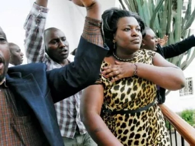 Rachel Shebesh na waandishi wa habari wa kike WALAZIMISHWA kujifunga shuka kanisani-Pata kujua sababu