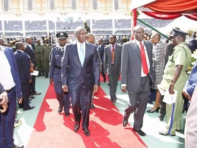 Ruto ni mwanasiasa hatari na Mike Sonko sio msomi