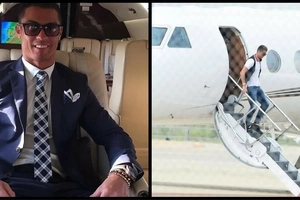 Cristiano Ronaldo's plane CRASHES in Barcelona (photo)