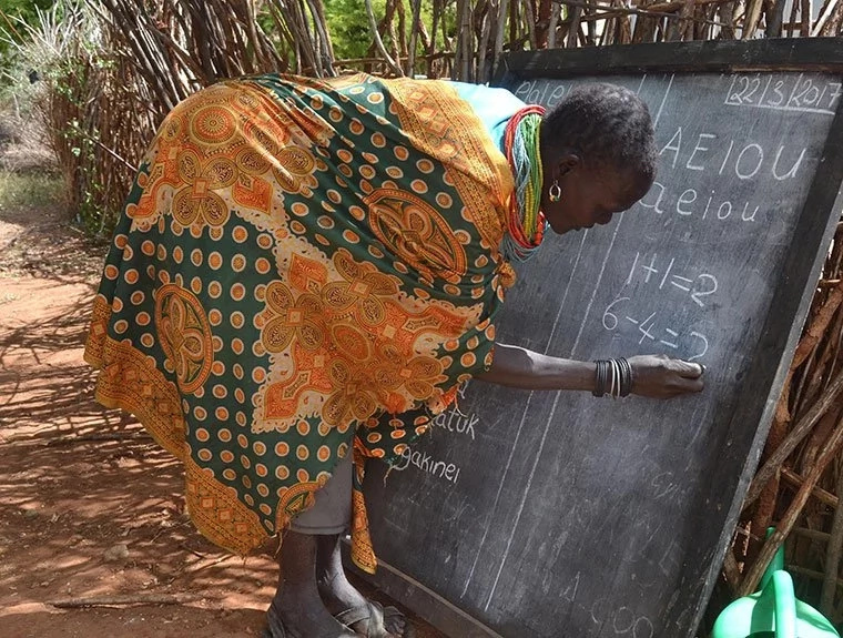 This secondary school dropout runs literacy classes in poverty-stricken Ugandan region (photos)
