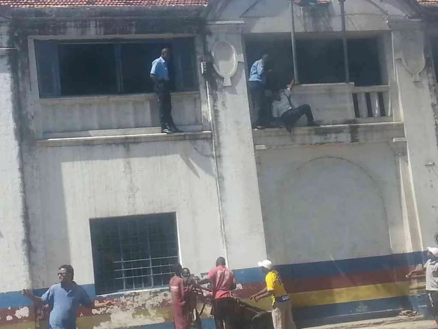 Suspected terrorists attack Mombasa police station