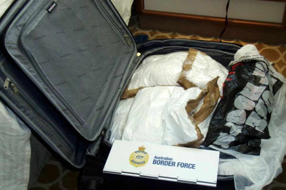 Girls arrested for coke smuggling while being on luxury voyage