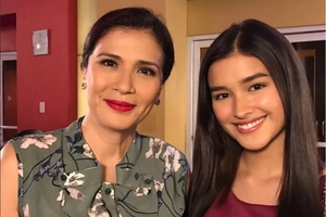 Dyosa Talaga! Zsa Zsa Padilla Gets Distracted by Liza's Beauty