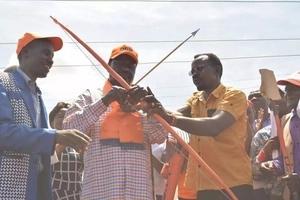 How alcohol has made Uhuru not to listen to striking doctors - Raila Odinga (video)