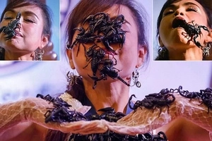 Scorpion queen! Fearless woman covers face and body with POISONOUS scorpions (photos)