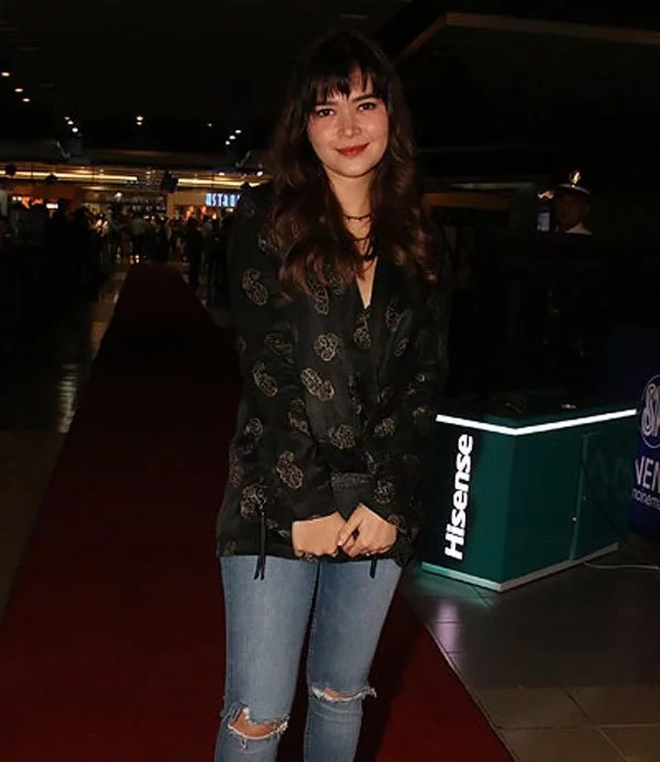 Bela Padilla and Neil Arce bump into each other at movie premiere