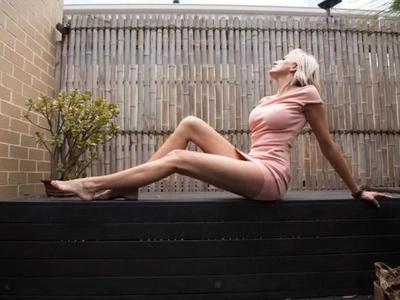 """""""Mamá parece un gigante"""": la mujer con las piernas más largas de la tierra está lista para un récord mundial de Guinness"""