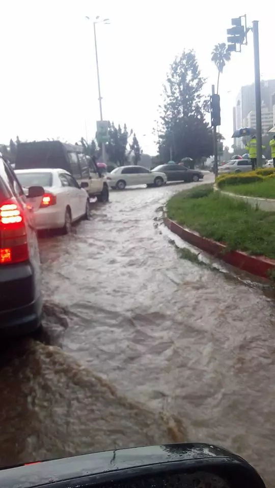 Heavy downpour leaves Nairobi flooded (Photos)
