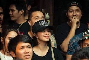 Angel Locsin will do everything for his men…like watching a rap battle!
