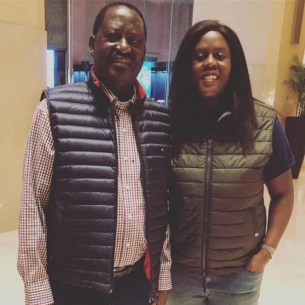 Wanawe Raila Odinga waenda kumlaki baba yao wakiwa na mavazi sawia