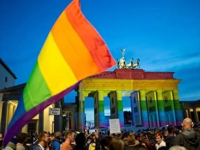Love is Love: Berlin waves rainbow banners for Orlando victims
