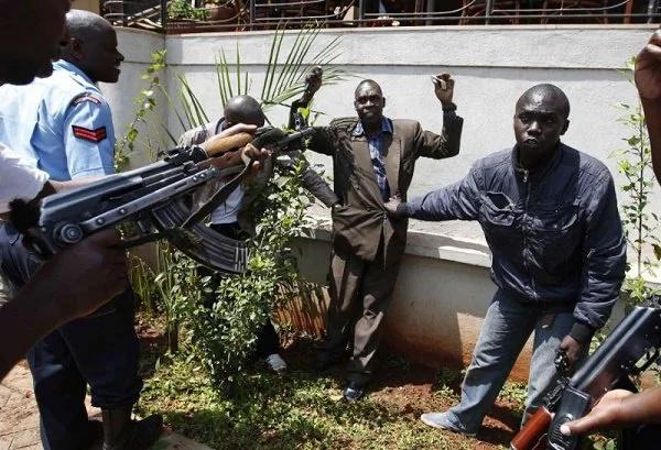 Majambazi wavamia nyumba za polisi Naivasha mchana!