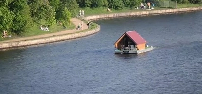 WATCH: House spotted floating in Moscow Canal