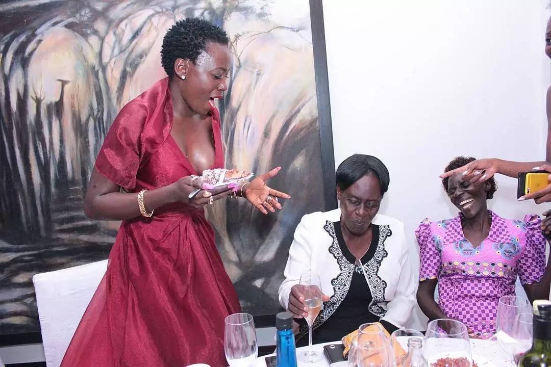 Mwimbaji maarufu afichua thamani ya nguo yake