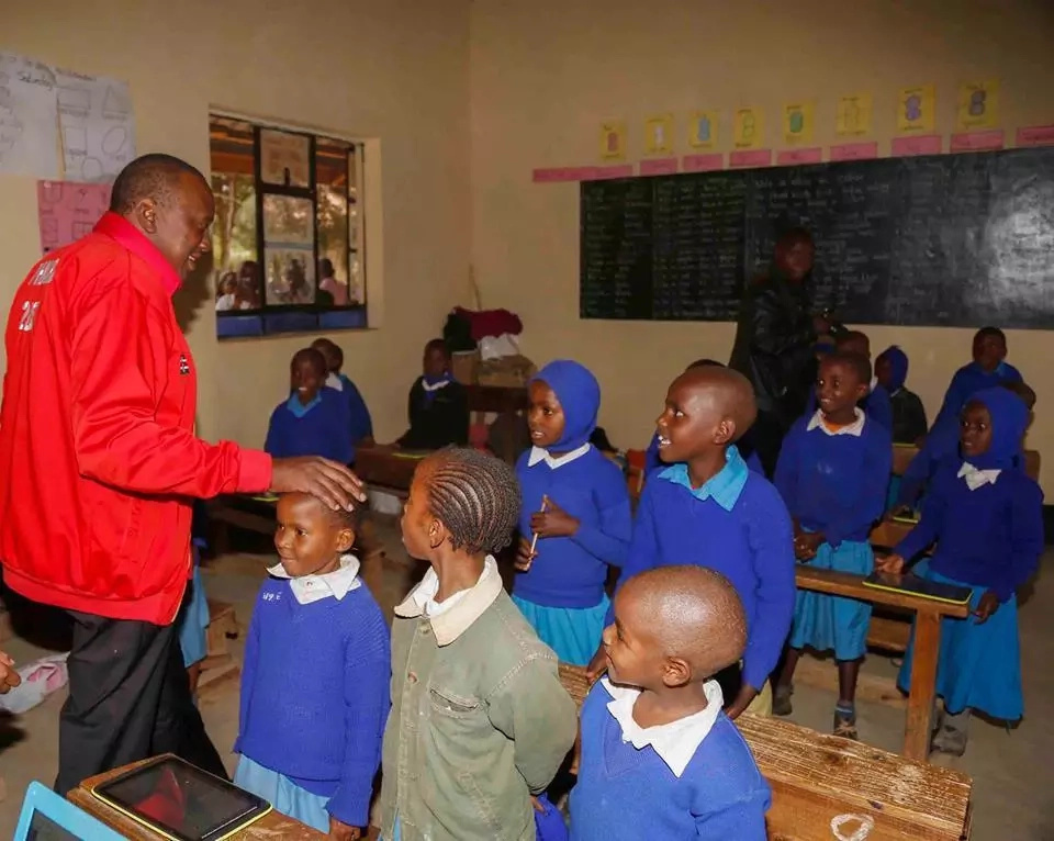 Video of Uhuru studying syllables with class one pupils will make your day