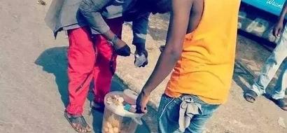 Ugumu wa maisha wamfanya mwimbaji maarufu kuanza kuuza MAYAI mitaani (picha)