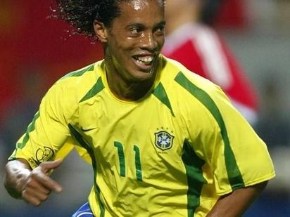 Ronaldinho astaafu soka baada ya kukichezea klabu cha Barcelona kwa miaka mingi