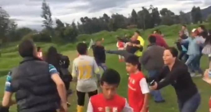Pelea entre padres en partido de fútbol infantil