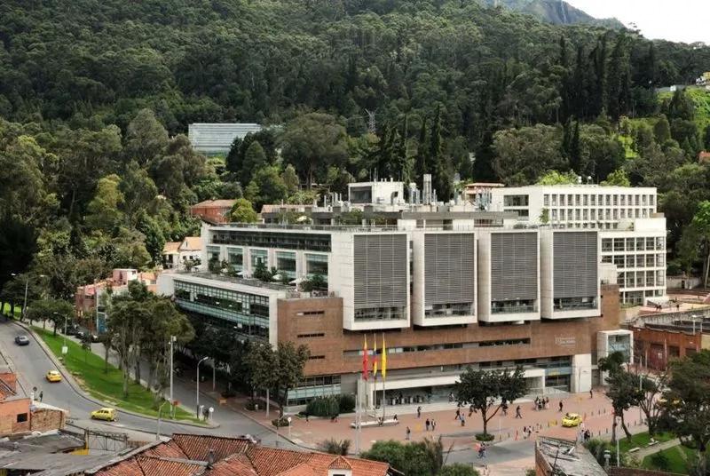 Por acoso laboral fue despedido profesor de la U. de los Andes