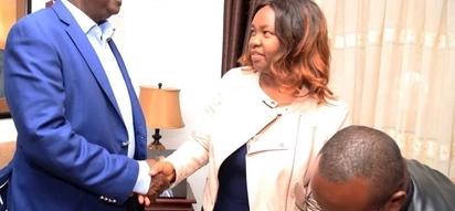 Raila aomboleza pamoja na familia ya marehemu Francis Nyenze