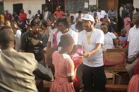 5 photos of Mike Sonko dishing out sanitary pads to girls like a boss