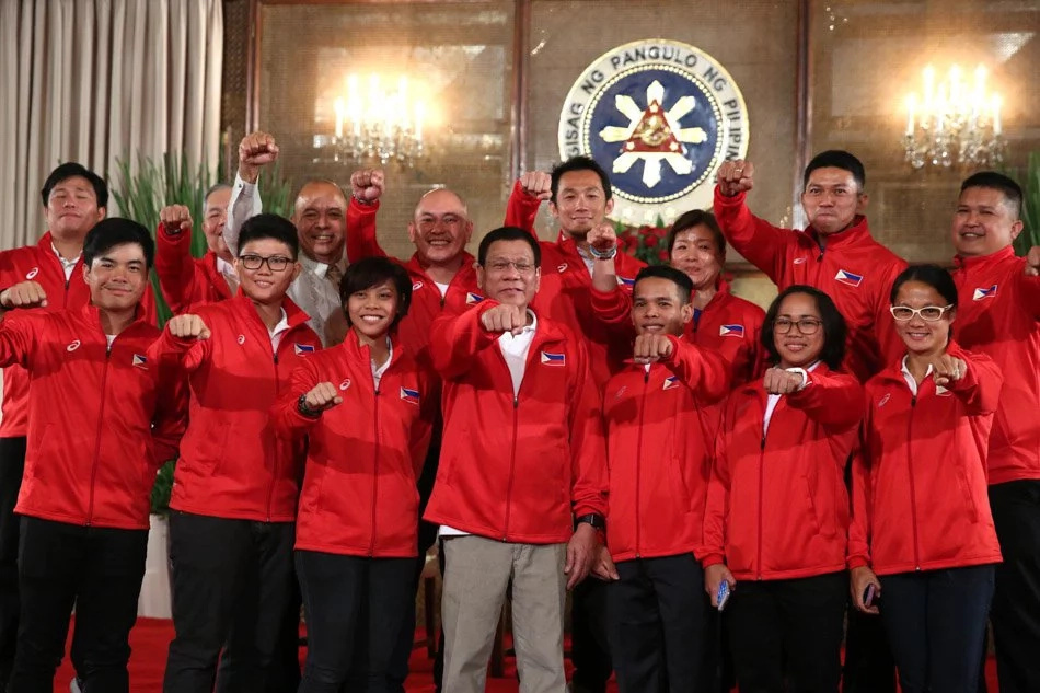 Duterte praises Hidilyn Diaz's win