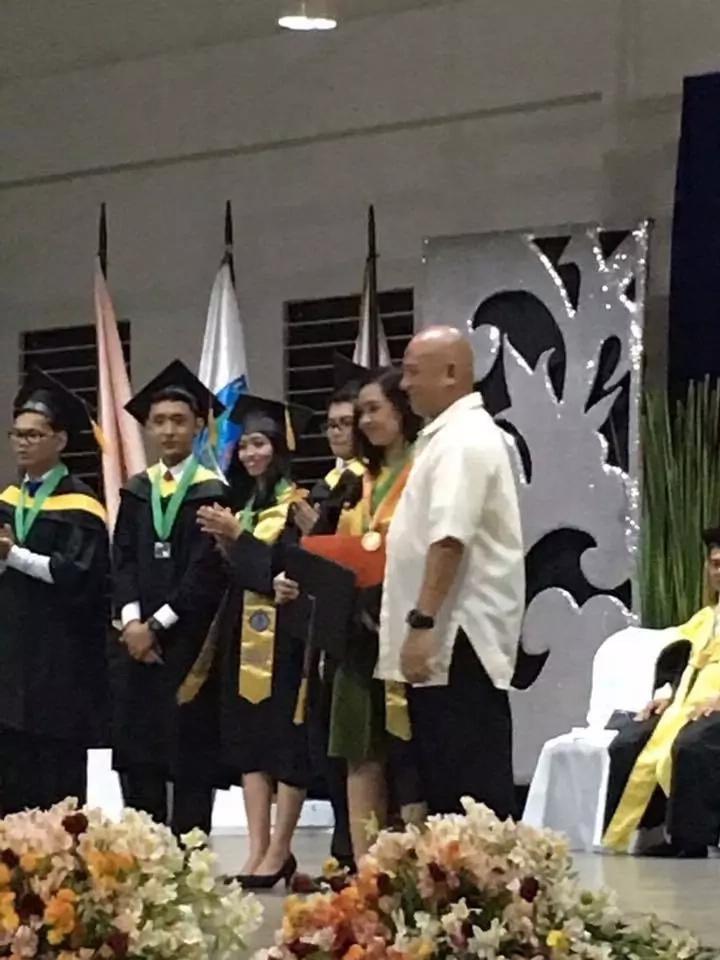Security guard's daughter graduates cumlaude