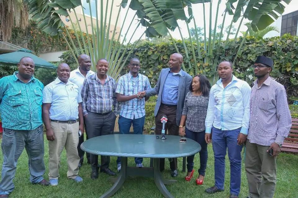 Moses Kuria aonekana na mwanawe Kalonzo Musyoka na kuwashangaza wengi