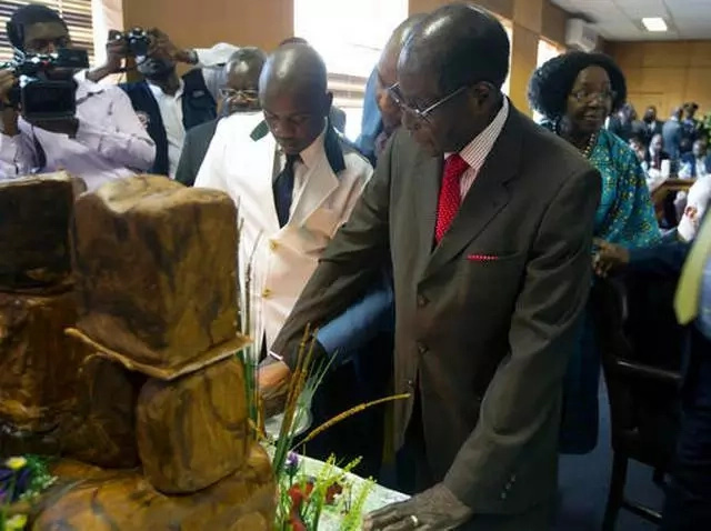 93 and still President! Mugabe vows to CONTINUE ruling Zimbabwe despite age