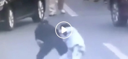 A real ninja! Chinese female officer disarms dangerous knifewielding drug addict